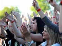 1534_2012_nasrot_live_kojetin_majales_kveten_2012_toto_jasalo_pri_nasrotu_zejmena_na_konci_koncertu_foto_zdenek-nemec.jpg