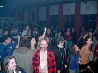 1646_2013_nasrot_live_chrudim_r-klub_50_party_duben_2013_publikum_v_sale_foto_asi_f.kadlec.jpg