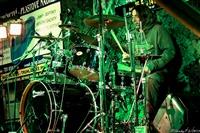1671_2013_nasrot_live_svetla-n.s._relax-rock-fest_kveten_2013_jouza_brcalnik_bubnuje_zachumlan_v_bundy_foto_stanleyp.jpg