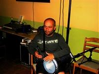 1678_2012_nasrot_live_hb-hospoda-na-fotbalaku_cervenec_2012_dreza_darbukuje_foto_pet.jpg
