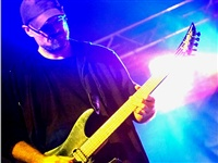 1696_2013_nasrot_live_chotebor-zamec.park_fresss-fest_srpne_2013_ceemek_under_the_blue_light__foto_jarosl.loskot_web_.jpg
